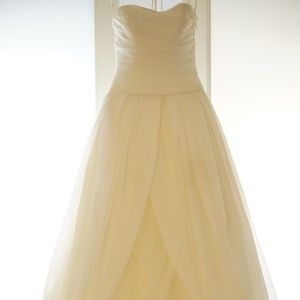 Ivory Vera Wang Textured Organza Wedding Ball Gown